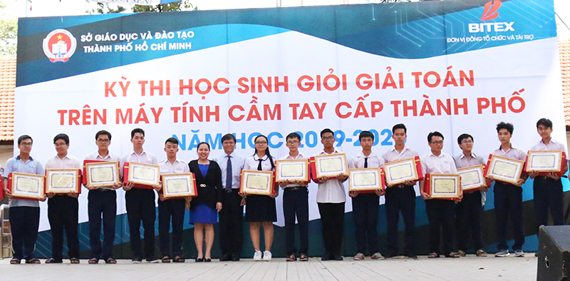 ky-thi-hoc-sinh-gioi-giai-toan-tren-may-tinh-cam-tay-casio_6